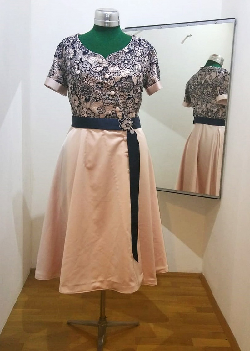 0d61d209b374e2 Schneiderei Genoveva In Niederösterreich Maßgeschneidertes Kleid pUMqVSz