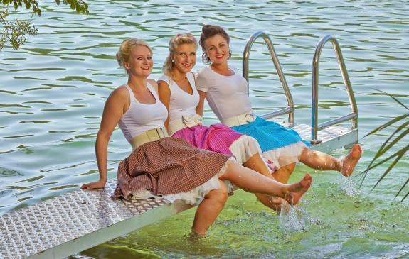 Kleider im Stile der 1950er-